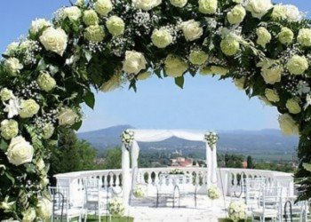 wedding flowers arch in ibiza